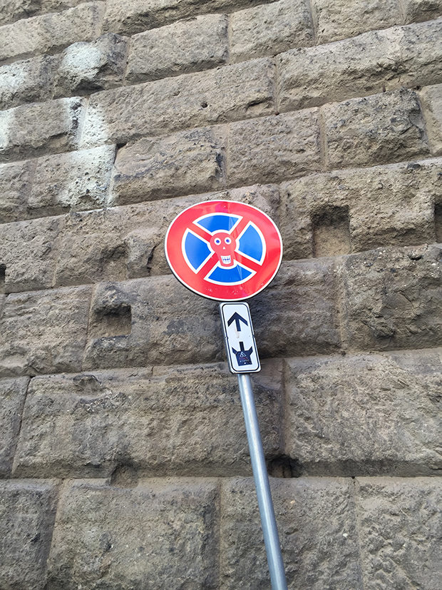 follow-the-colours-intervencoes-placas-rua-clet-abraham-italia-02