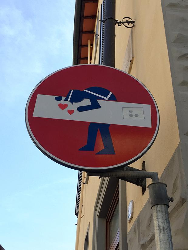 Clet Abraham intervenção placas de rua