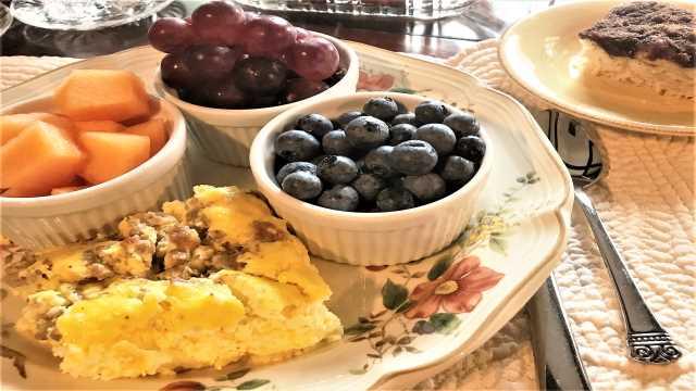 Breakfast at Engle House Bed & Breakfast