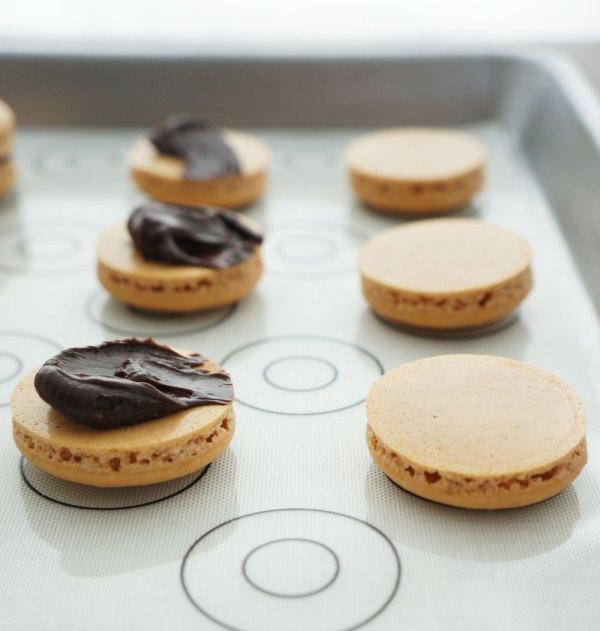 Chocolate-Hazelnut-Macarons7