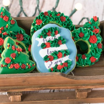 Holiday Wreath Cookies using Piping Tips