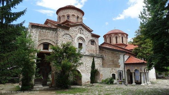 Bachkovo-monasterys-yard