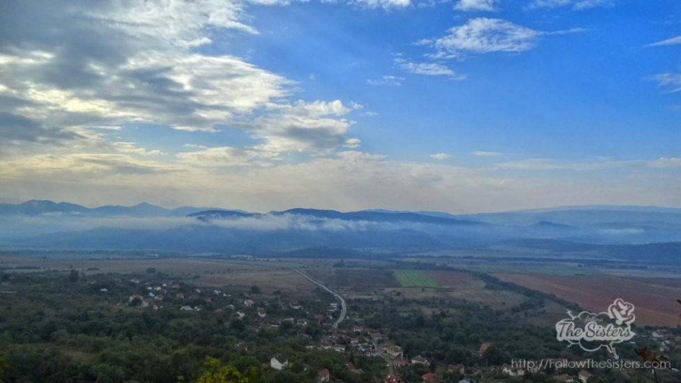 Гледката към Зелениград и Знеполе по пътя към Шили Камик
