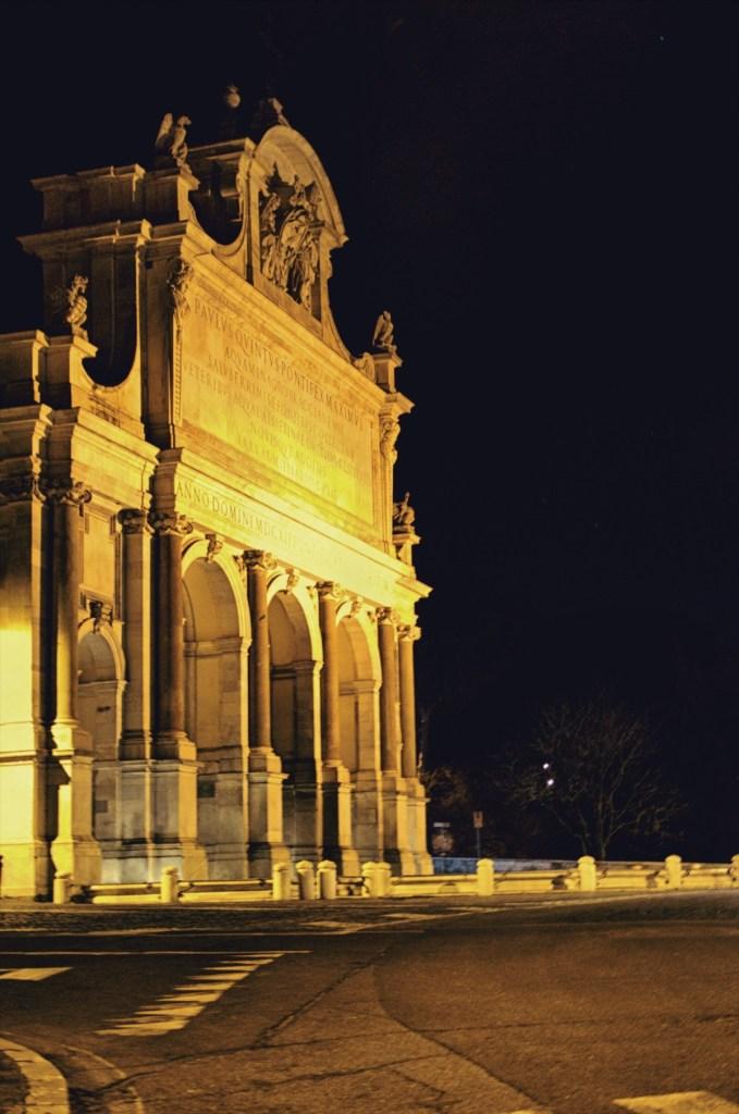 zwiedzanie rzymu - przewodnik po rzymie - fontanny rzymu - fontana dell acqua paola