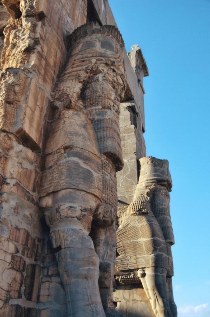 persepolis w iranie - informacje praktyczne - jak dojechać do persepolis - rzeźby w persepolis