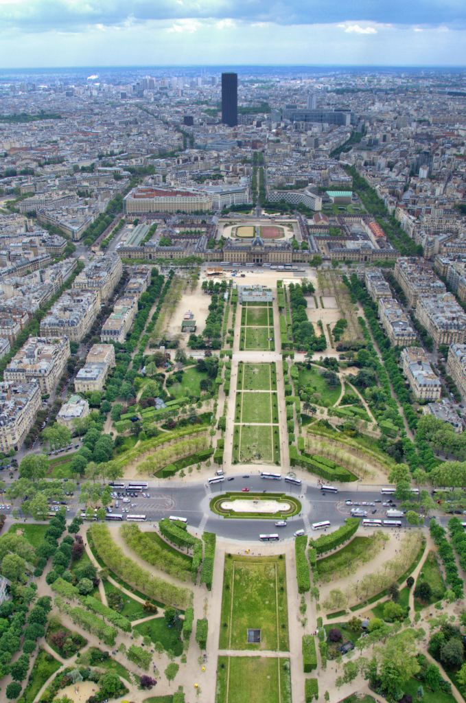 Romantic things to do in Paris - champs elysee