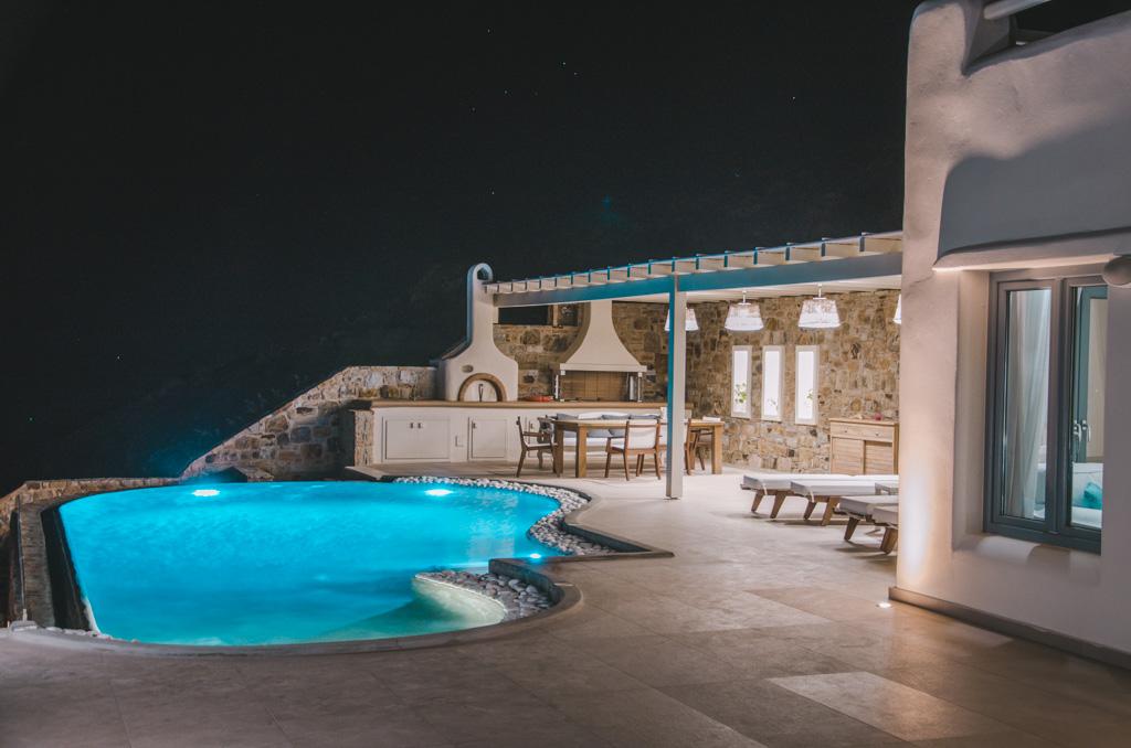 Naxos Rock Villas - w nocy