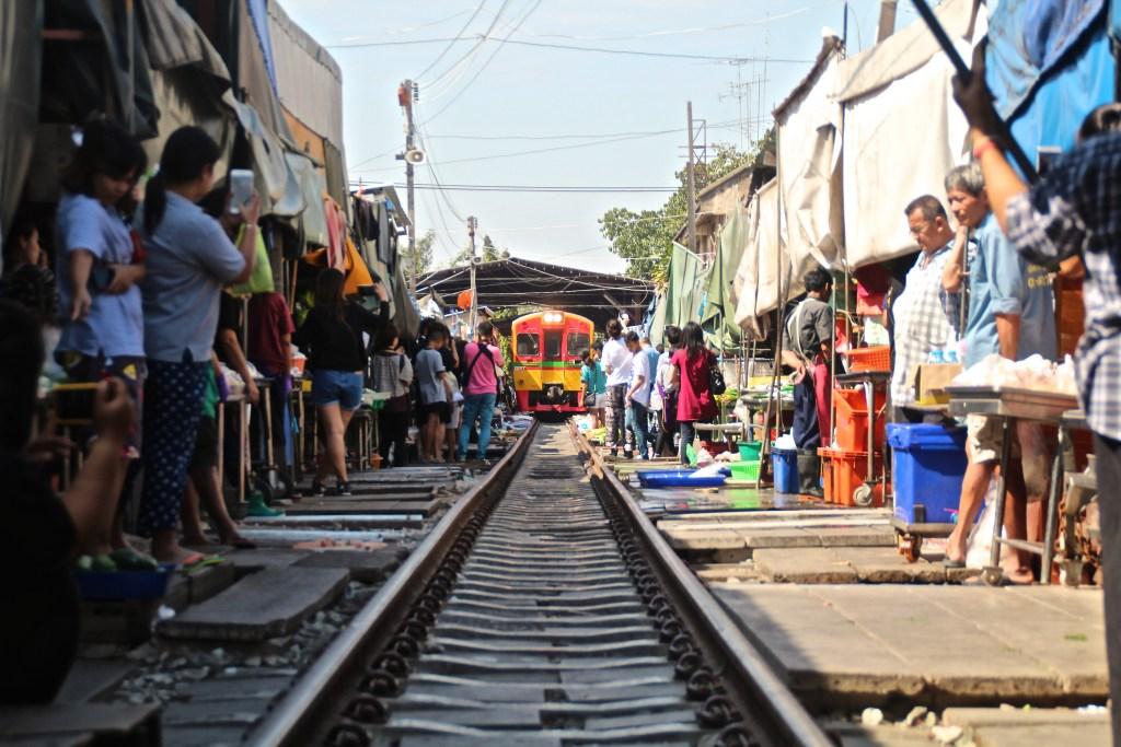 Zugmarkt bei Bangkok Ausflug