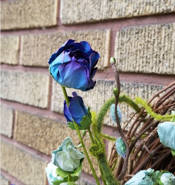 Gorgeous faux blue roses in a spring wreath. Learn how to make this gorgeous wreath here.