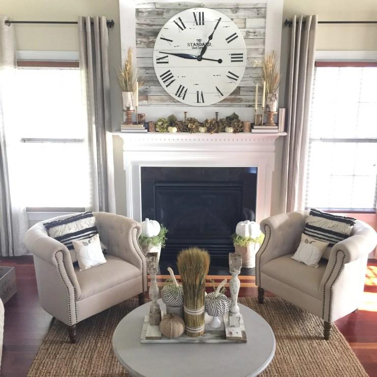 Gorgeous cottage living room fall living room farmhouse fall decorating idea wheat stalks