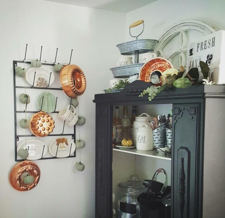 Stunning farmhouse kitchen decorating ideas black furniture