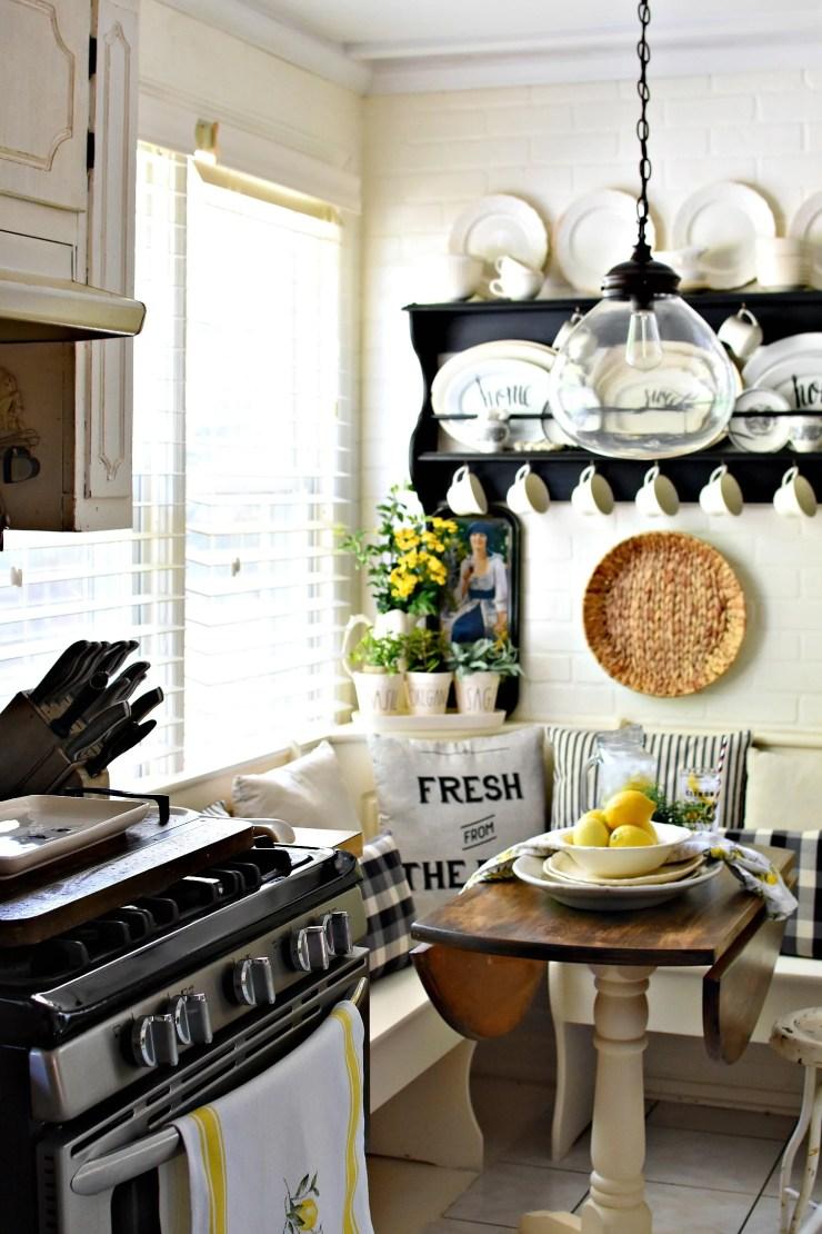 Farmhouse kitchen decorating ideas for summer lemons decorating with lemons black and white farmhouse kitchen