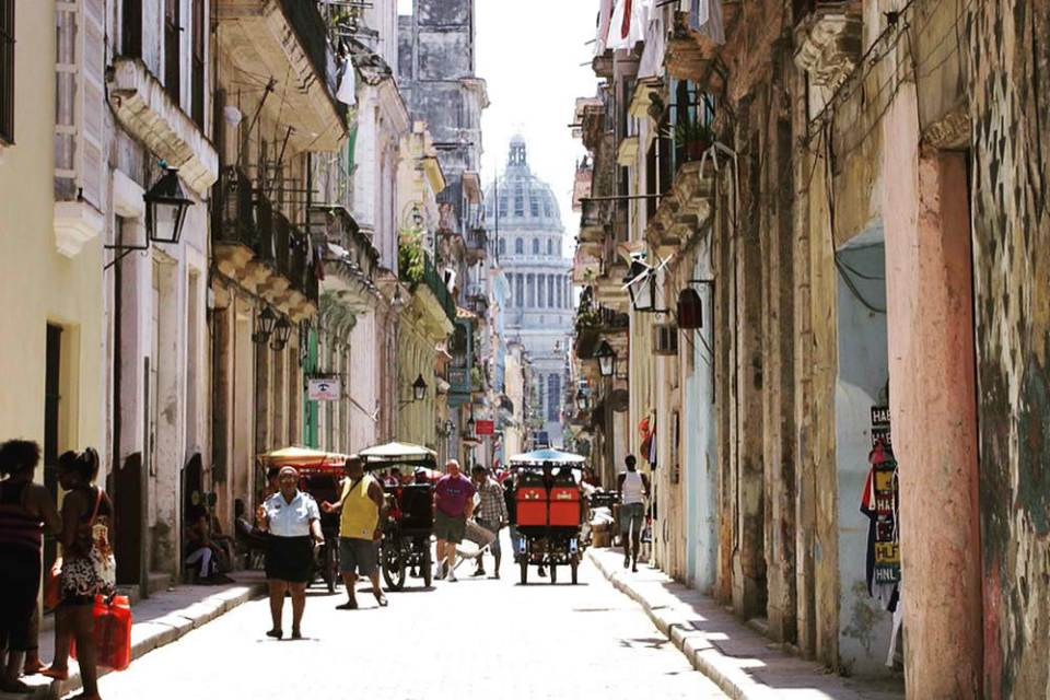 http://www.wendyperrin.com/wp-content/uploads/2016/04/streets-of-old-havana-old-havana-cuba-cr-culturalcuba1.jpg