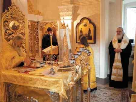 Литургия в домовом храме в Переделкине