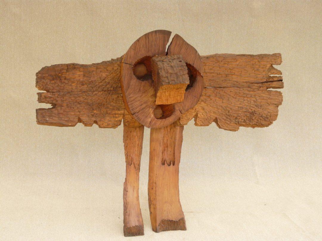 Annie Vairon, L'Aigle, nd, sculpture sur bois, 135 x 170 cm (photo Prodia)