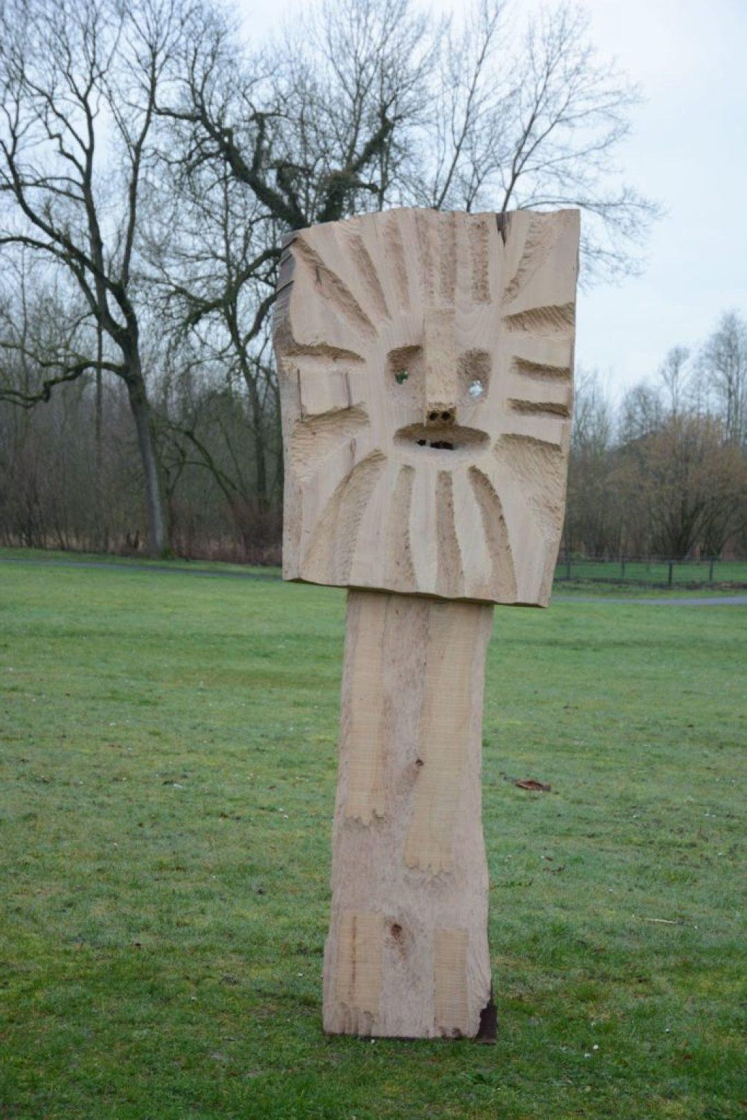 Annie Vairon, Le Lion, nd, sculpture sur bois (photo Mario Delbianco)