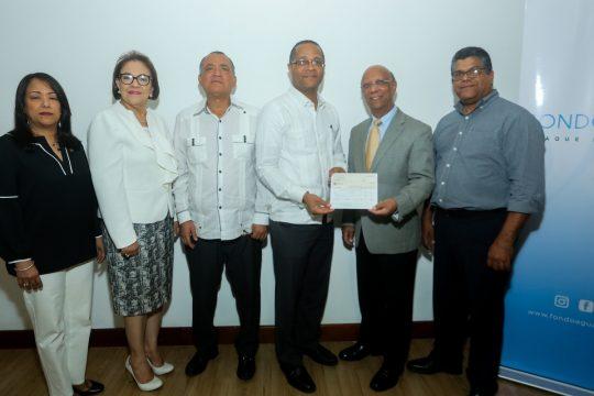Firma de Convenio y entrega de cheques Fondo Agua Yaque 6