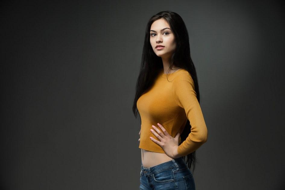 portrait-Alina-jaune
