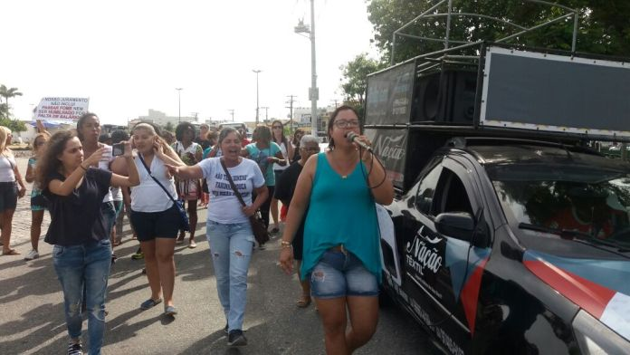 Manifestação fecha trânsito no Largo Santo Antônio nesta quinta em Cabo Frio
