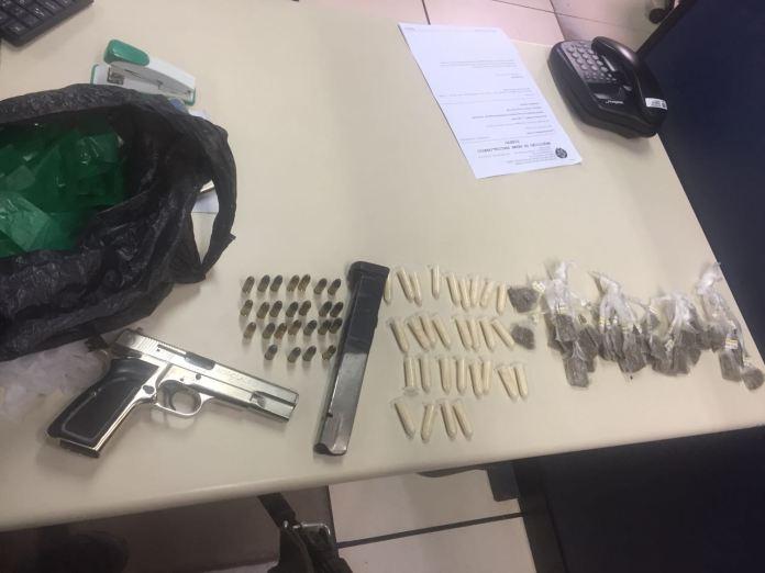 Homens são presos com pistola, drogas e munições em São Pedro da Aldeia