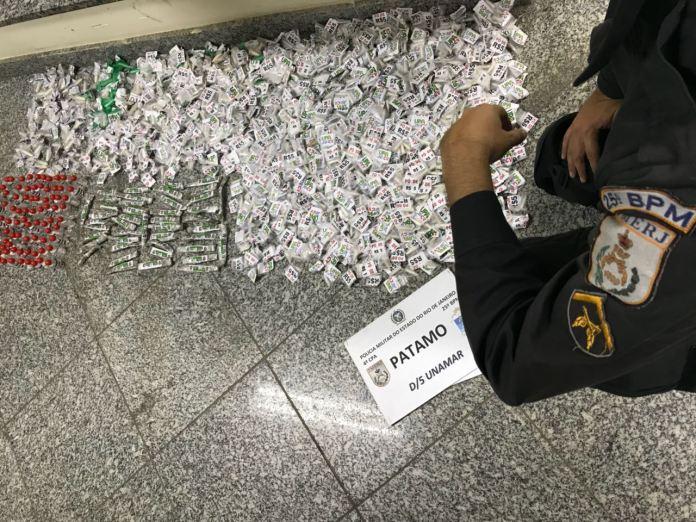 Homem é preso com quase mil cápsulas de cocaína em Unamar, em Cabo Frio