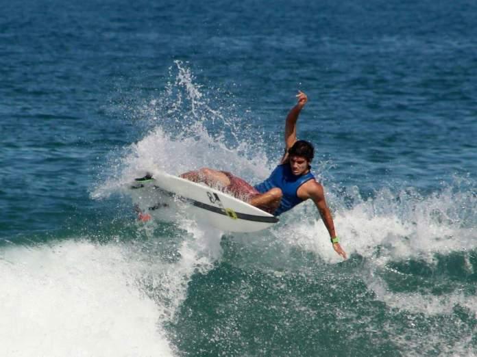 Surfista de Búzios disputa série de campeonatos internacionais a partir desta terça