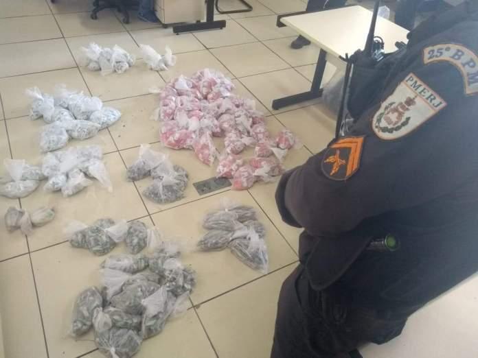 Drogas estavam enterradas. Foto: Divulgação/ Polícia Militar