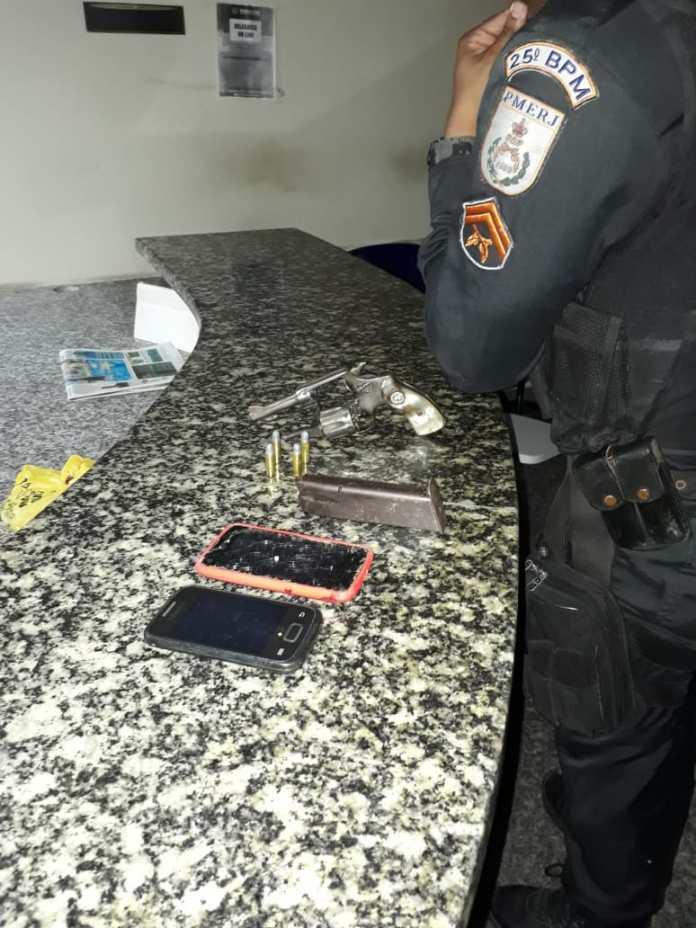 Troca de tiros aconteceu no condomínio Minha Casa, Minha Vida neste domingo. Foto: PM/Divulgação