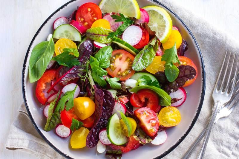 DIETA VEGANA 1 1024x683 - Dieta Vegana: Benefícios e Riscos Para a Saúde