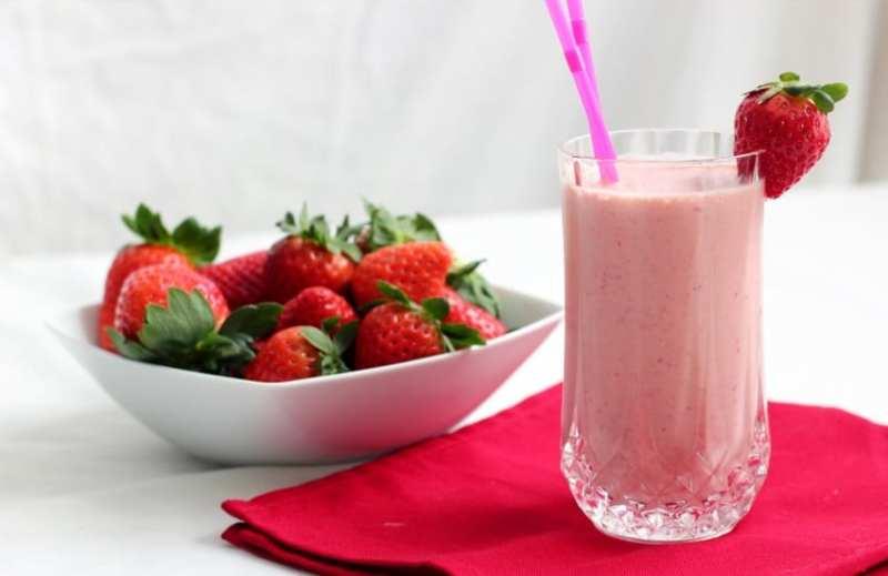 copo cheio de vitamina e morango - Vitaminas para emagrecer e tirar a fome! Veja receitas!