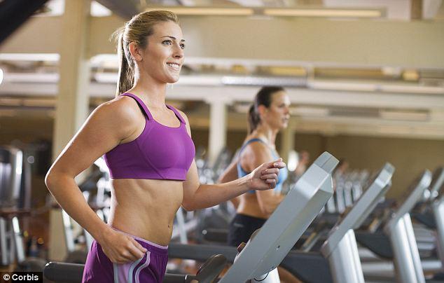 mulher usando esteira na academia - Perder gordura abdominal rápido? Veja métodos infalíveis!