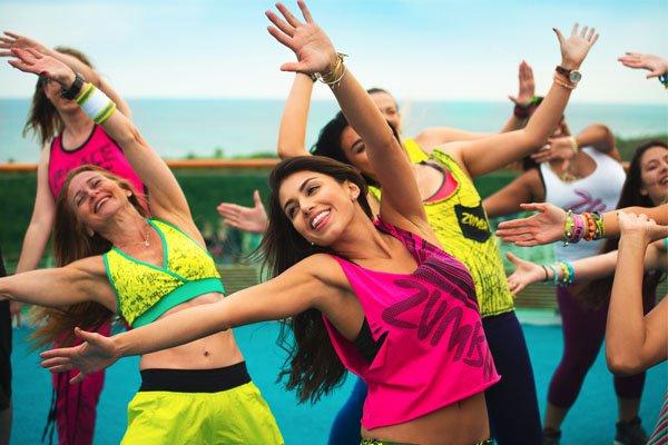 pessoas dançando zumba - Emagrecer rapidamente? Veja exercícios indispensáveis!