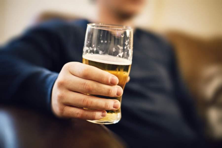 bebida no restaurante 1 - Álcool atrapalha a dieta? Saiba se isso é mito ou verdade