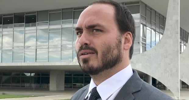 Carlos Bolsonaro divulga supostos registros do condomínio