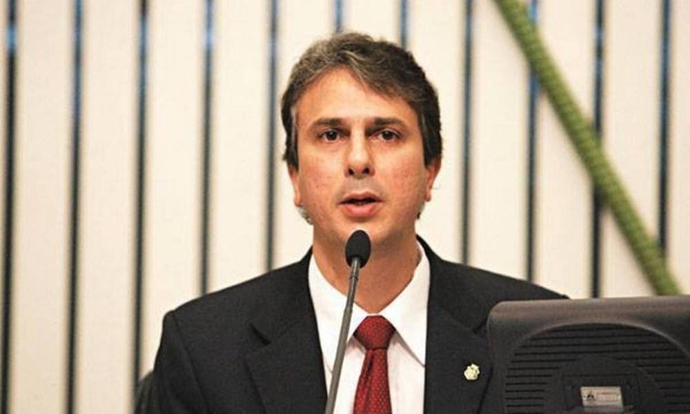 Governador apresenta projeto que visa ajudar regiões que usam carros-pipa para se abastecer