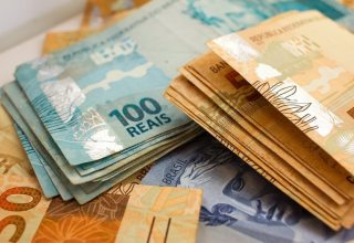 Previsão de aumento no salário mínimo cai de R$ 1039 para R$ 1030