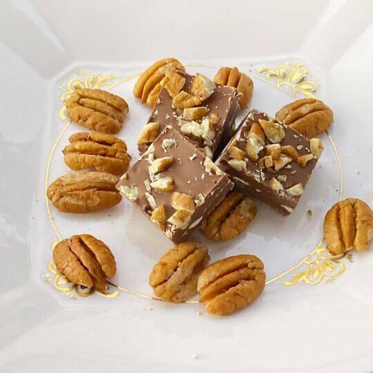 cuadrados de chocolate con leche y nuez pecan de @puerto_pecan