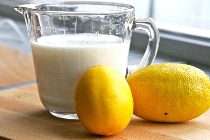 Quick and easy buttermilk at home, using milk and lemon juice