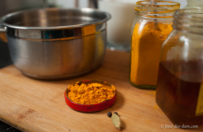 food-dee-dum-haldi-doodh-recipe-1
