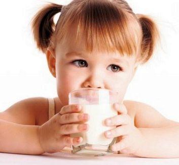 Детям нужно пить коровье молоко