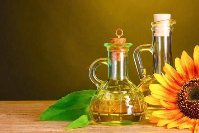 Подсолнечное масло имеет содержит большое жиров Омега-6, избыток в организме которых может привести к нарушению обмена веществ