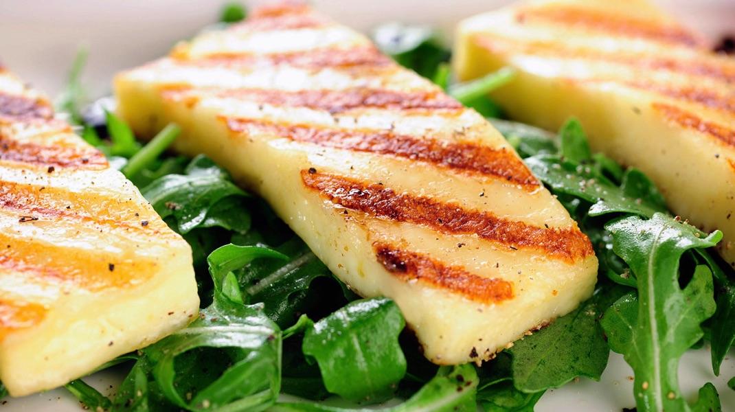 Сырная закуска: жареный сулугуни на гриле