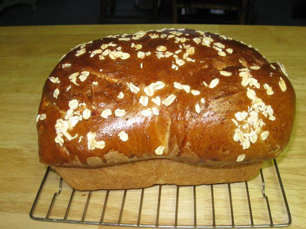 About This Recipe -   Honey Oat Bread (Bread Machine)