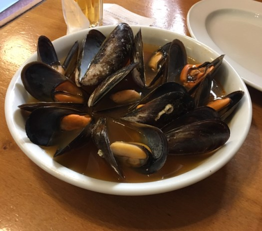 Cooked valencian mussels on a dish