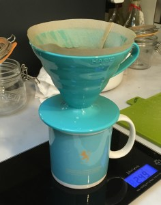 Making v60 filter coffee