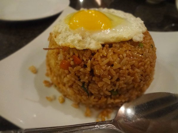 seafood-fried-rice-unbroken-egg