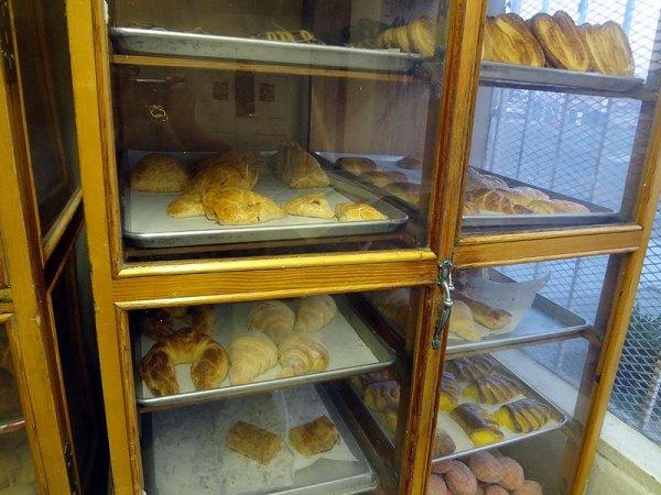 elidias-bakery-case-1