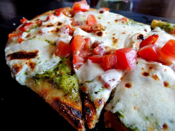 daygo-style-flatbread-closeup-common-theory