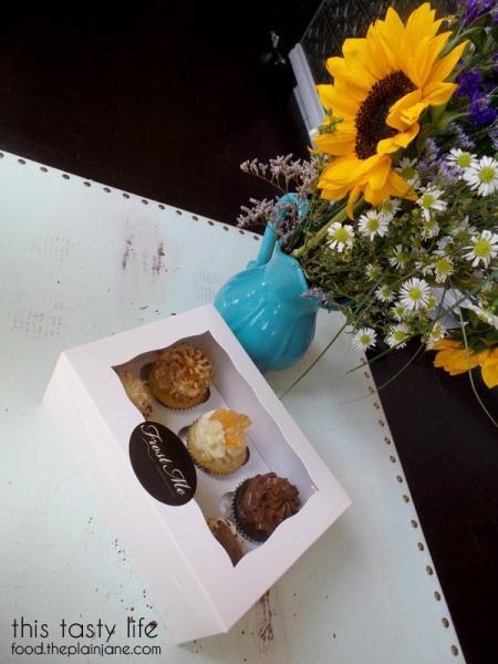 Frost Me Gourmet Cupcakes - Cupcake Box