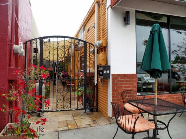 Outdoor Dining in the Alley at Hanna's Gourmet / San Diego, CA